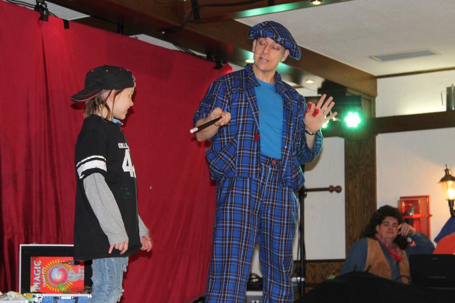 Zauberer Liar verblüffte die Kids mit Zaubertricks.