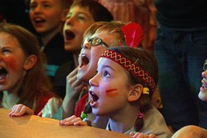 Kinderkarneval in Capelle: Stimmung, Bonbons und viel lachen.
